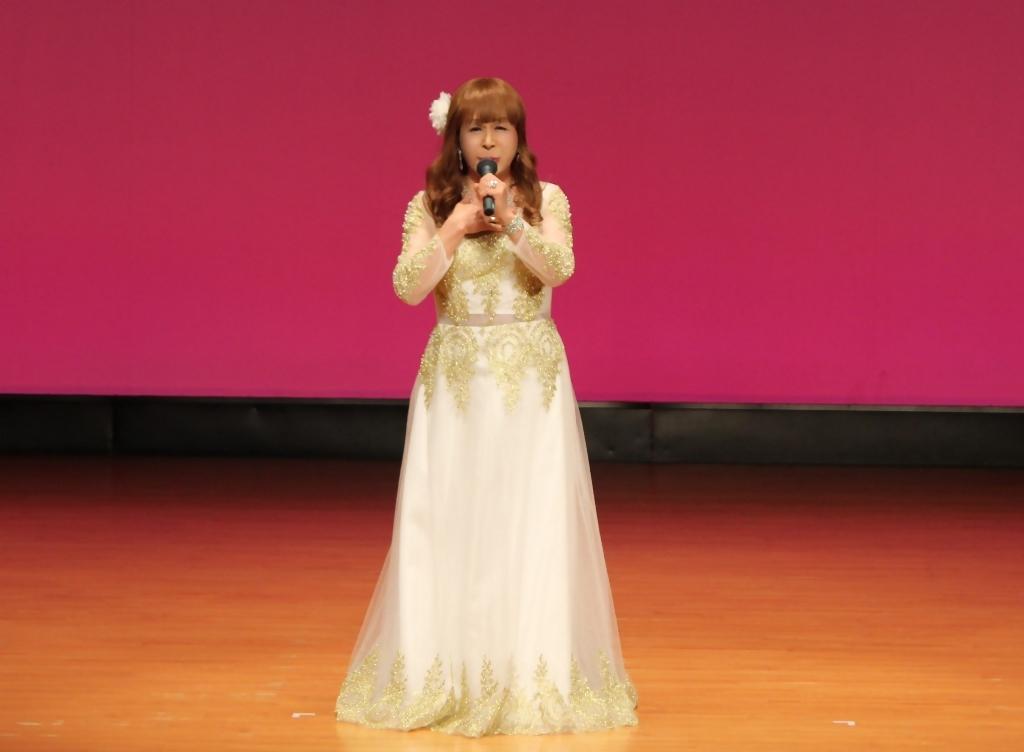 金レース飾りドレス舞台文化センター(12)