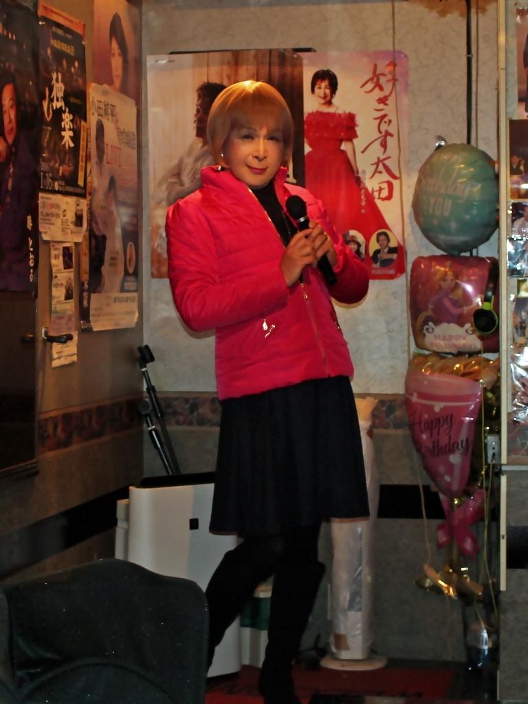 フクシア色ダウンジャケットカラオケ(1)