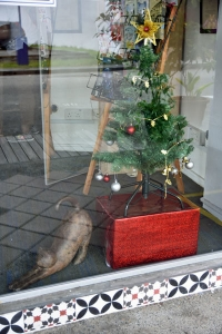 Singapore Cat (sculpture) and Christmas Tree