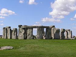 250px-Stonehenge2007_07_30[1]