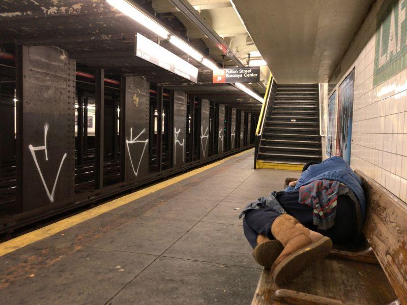 ブルックリン地下鉄深夜