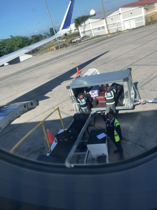 空港での手荒い荷物扱い