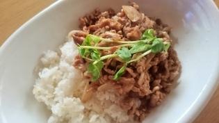 牛肉味噌炒め丼3