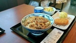 丸亀製麺、肉うどん、半熟玉子天、コロッケ3