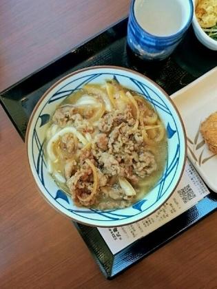 丸亀製麺、肉うどん、半熟玉子天、コロッケ2