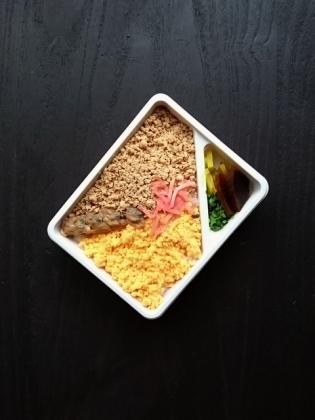 万葉軒菜の花弁当3