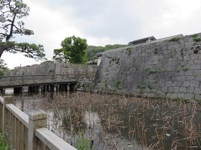 IMG_8449 濠と石垣