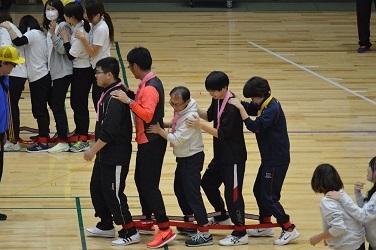 △◎◎4共済会体育祭写真(ムカデ競走)【H30.11.11】118-25-25