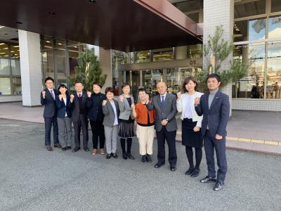 議員団と石川たえ府会議員