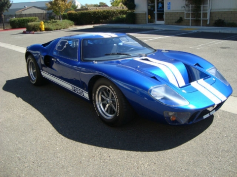 cav-1966-ford-gt-40-tribute-viper-blue-with-white-stripes-as-new-condition-1.jpg