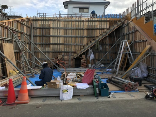旭ヶ丘の家 擁壁型枠工事
