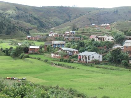 マダガスカルの棚田と禿山