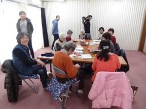 新町会館の編み物教室で
