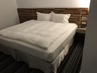 新朝代飯店のベッド181219