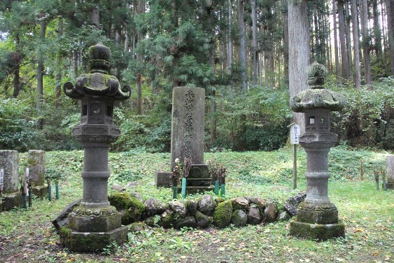 伊達宗泰公の墓