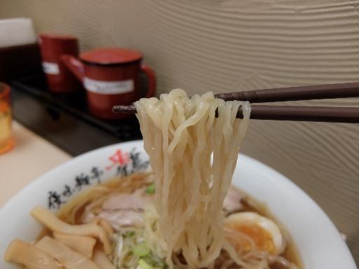 平打ちの中太麺