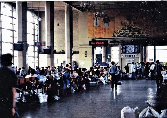 ⑧北京駅待合室