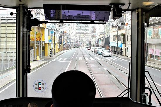 ⑯路上を行く運転台