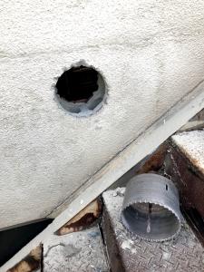 190112_02壁に穴