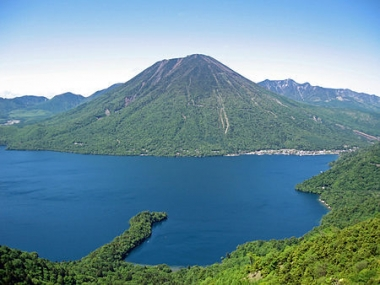 450px-Mount_nantai_and_lake_chuzenji.jpg