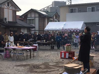 岡村大府市長の挨拶で始まる餅つき