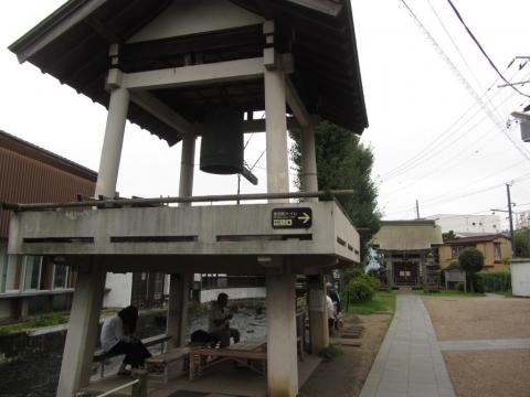時の鐘と三石神社