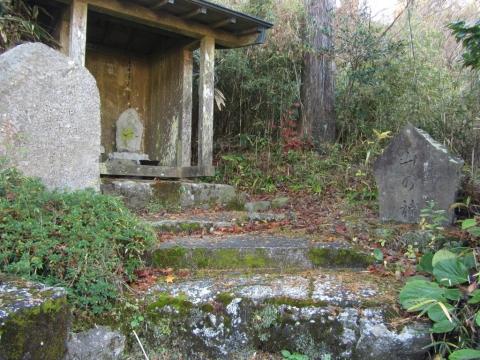 石仏と山の神・関白道碑