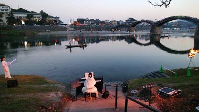 181110 錦帯橋で合唱