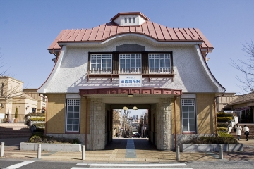1200px-Den-en-chofu_Station.jpg