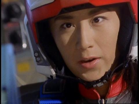 ガラオンに向かっていくユミムラ・リョウ隊員(演:斉藤りさ)
