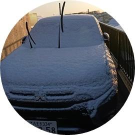 10 車に雪が