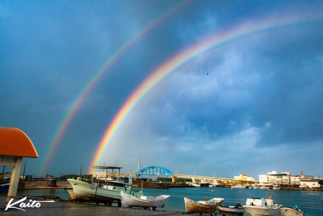 早朝の二重の虹