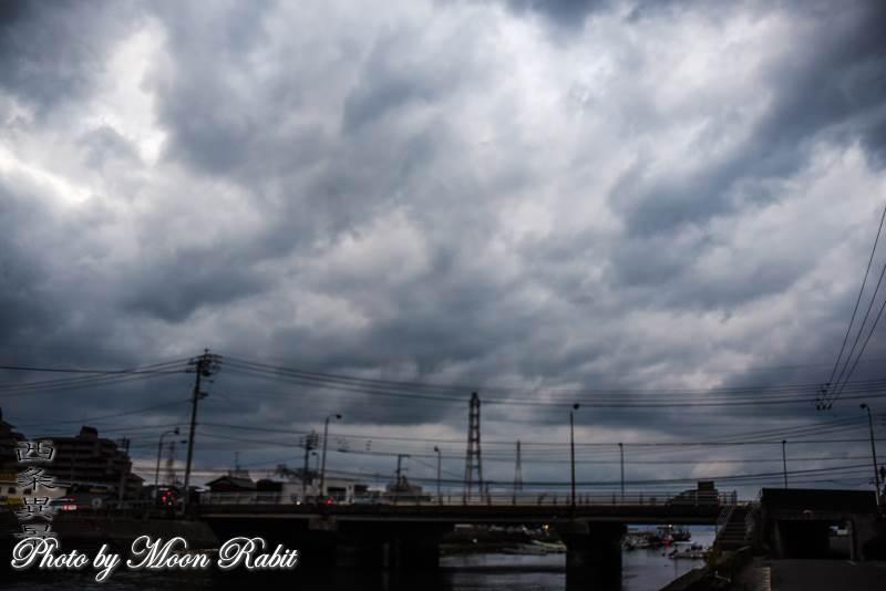 産業道路の港大橋と雲 愛媛県西条市北浜