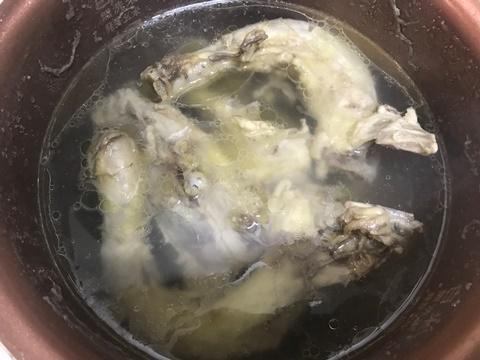 鶏ガラスープつくり
