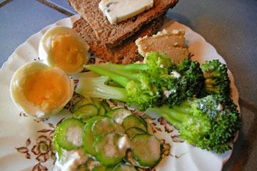 blog CP9 Lunch, Boiled Egg, Humus, Blue Cheese, Rye Bread, Raita & Broccoli_DSCN0660-10.27.18.jpg