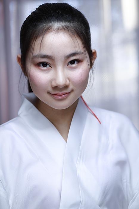 香奈え:巫女5