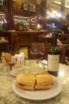 トルトーニ・ワインとサンドイッチ