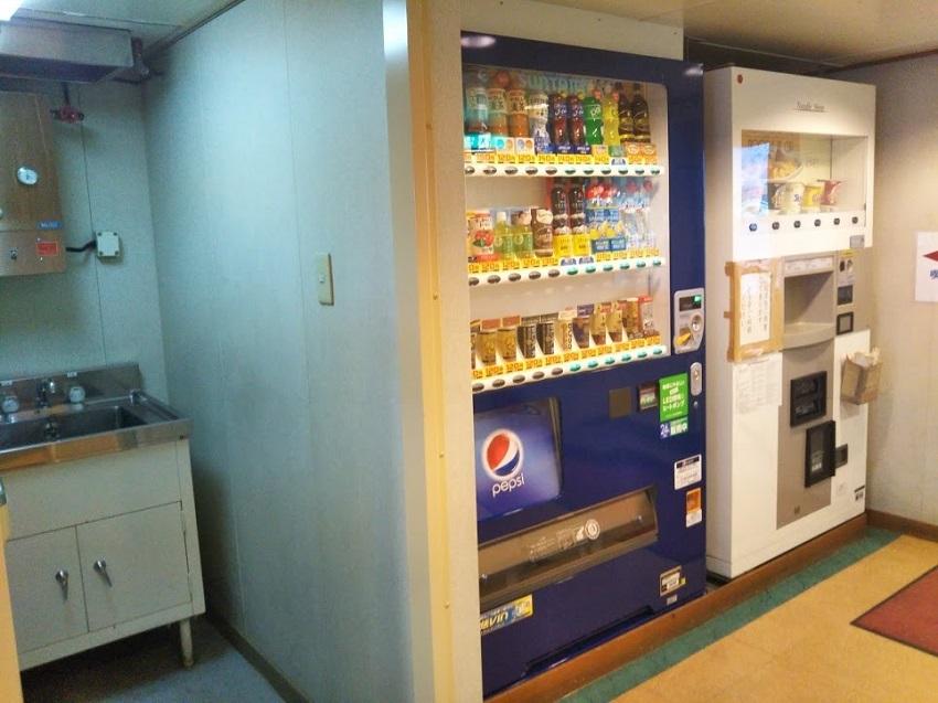 青函フェリー 自販機、パントリー
