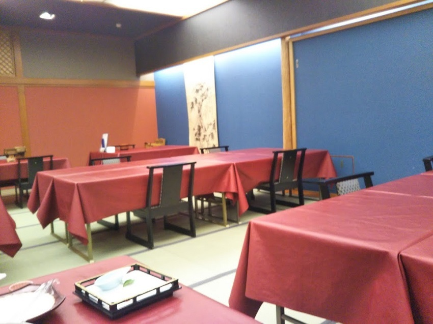 夕食 テーブル席