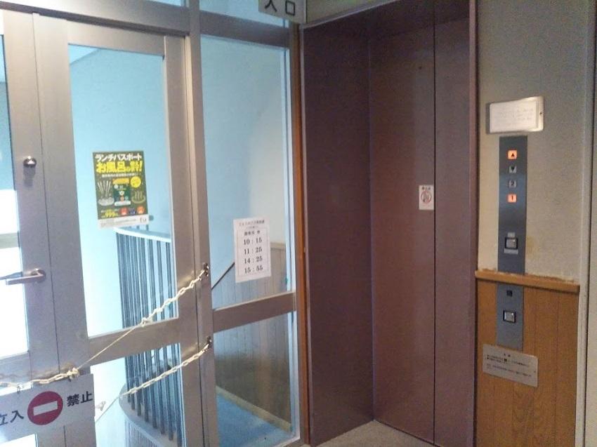 斜行エレベーター 上