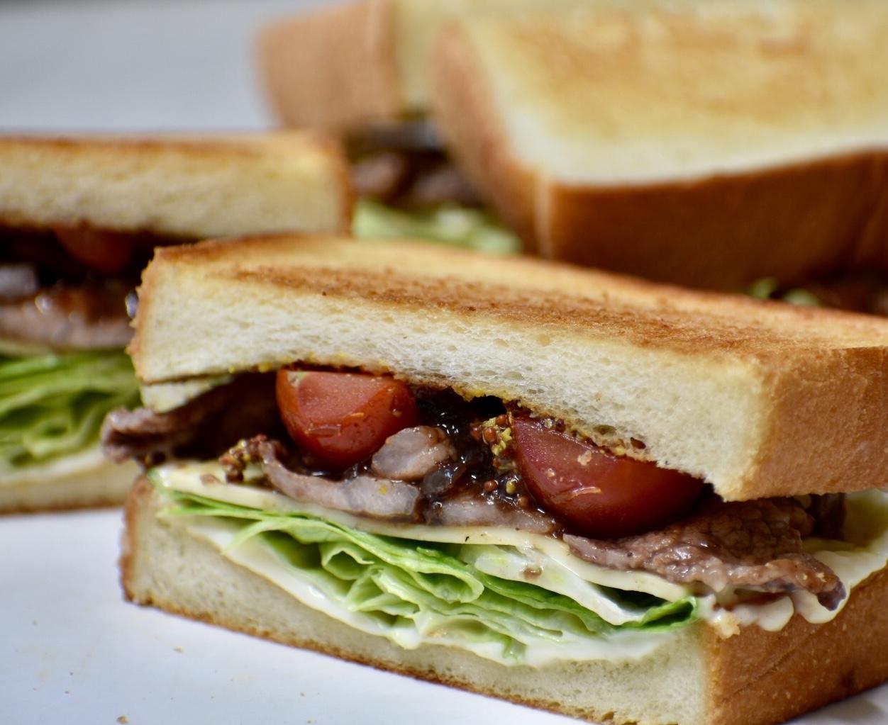 スペアリブのタレで…美味しいサンドイッチ♪