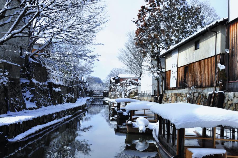 雪の八幡堀1