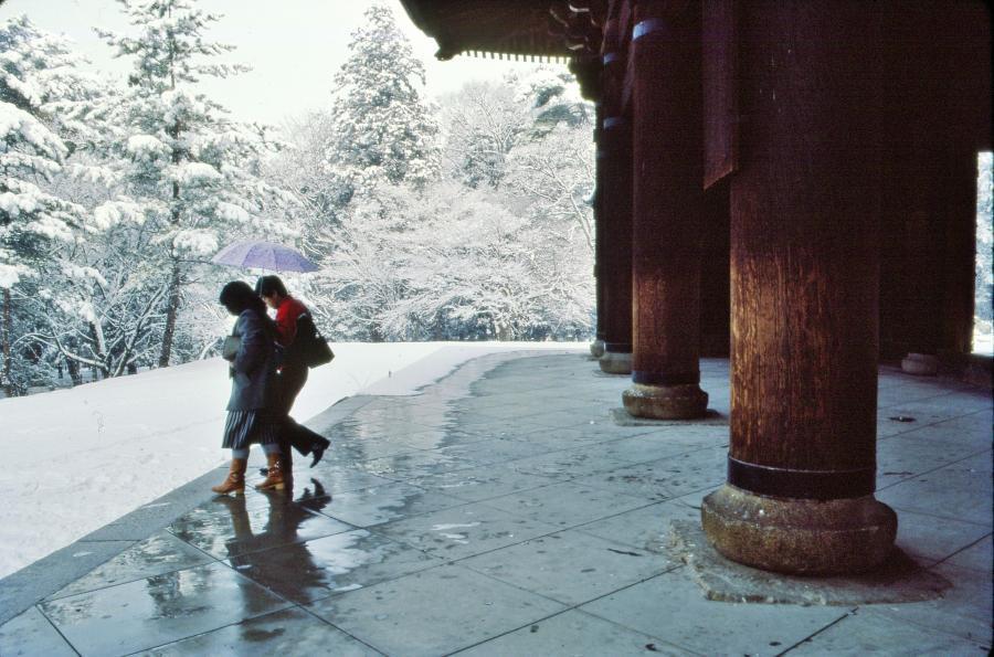 雪の山門2