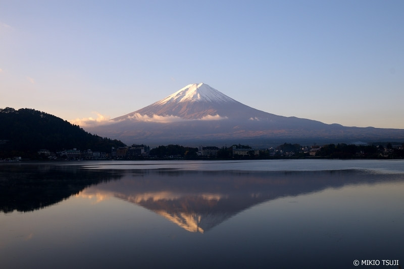 絶景探しの旅 - 0763 朝凪の河口湖に映る逆さ富士 (山梨県 富士河口湖町)