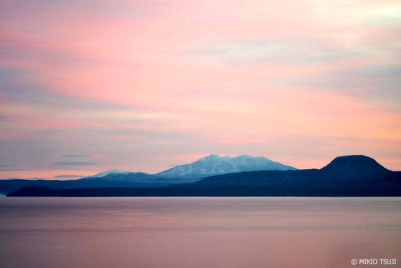 絶景探しの旅 - 0801 夜明けの帽子山と斜里岳 (屈斜路湖 北海道 弟子屈町)