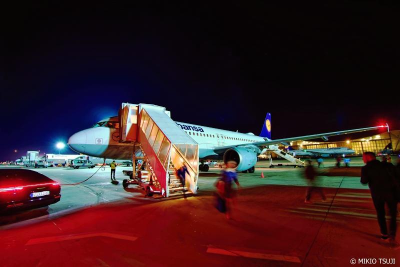 絶景探しの旅 - 0808 夜のライトに包まれるフランクフルト空港 (ドイツ フランクフルト)