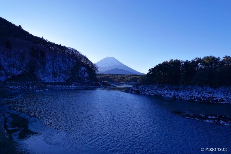 絶景探しの旅 - 0834 西湖の青い朝 (山梨県 富士河口湖町)