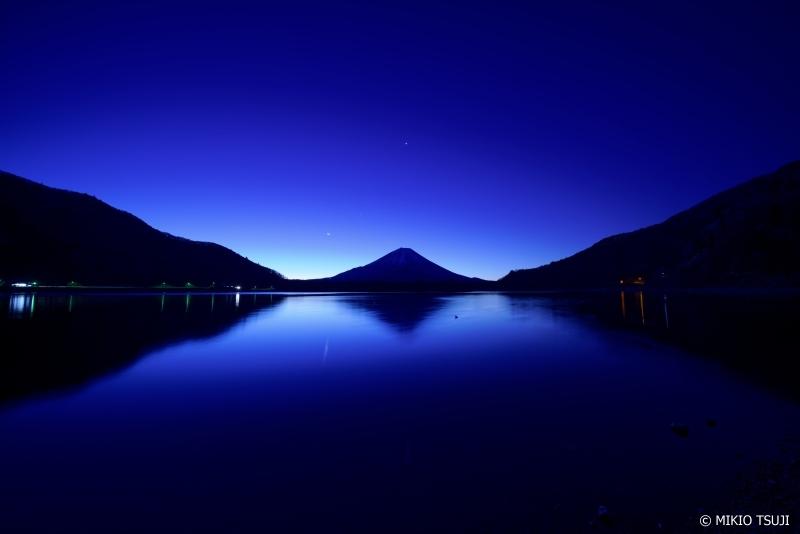 絶景探しの旅 - 0836 青い静寂 (精進湖/山梨県 富士河口湖町)