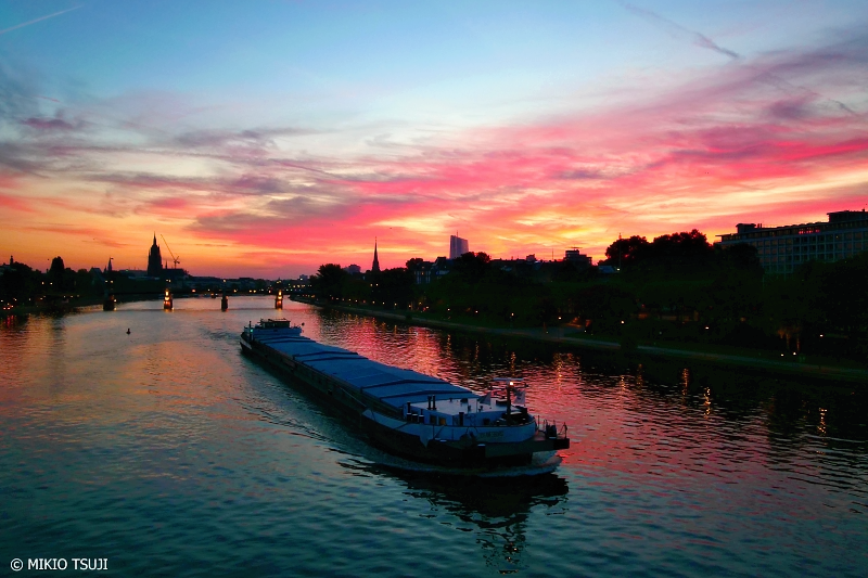 絶景探しの旅 - 0840 燃えるような朝のマイン川 (ドイツ フランクフルト)