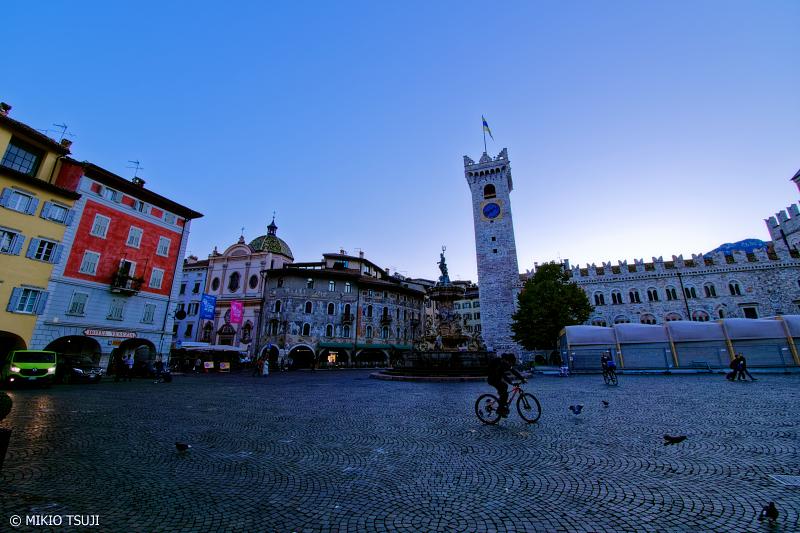 絶景探しの旅 - 0846 夜明けのドゥオーモ広場 (イタリア トレント)